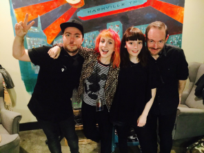 Hayley_With_Chvrches_4