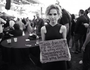hayley williams, the suicide sign